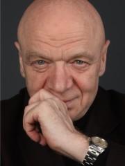 CONVERSAZIONE CON MICHA VAN HOECKE…Un Maestro all'Opera